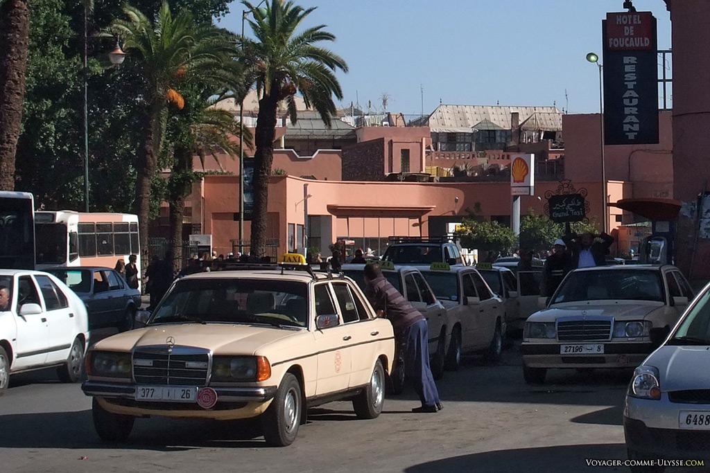 Station de grands taxis.