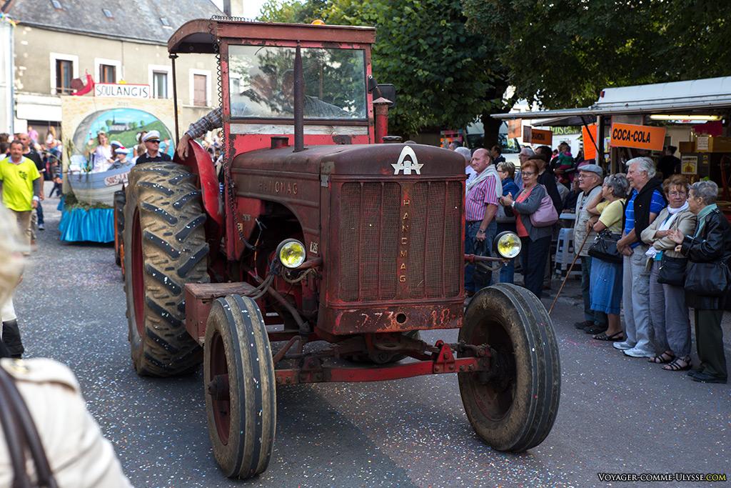A la campagne, c'est facile de trouver des vieux tracteurs à faire défiler.