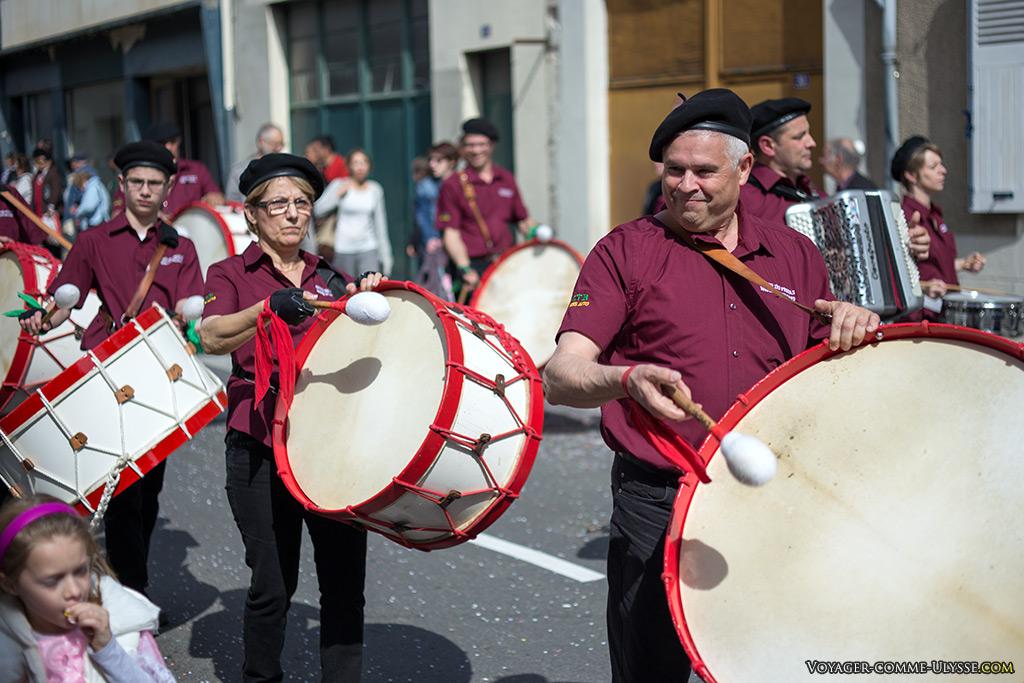 Les Zés Pereiras, un groupe franco-portugais de tambours, venant de Bourges.