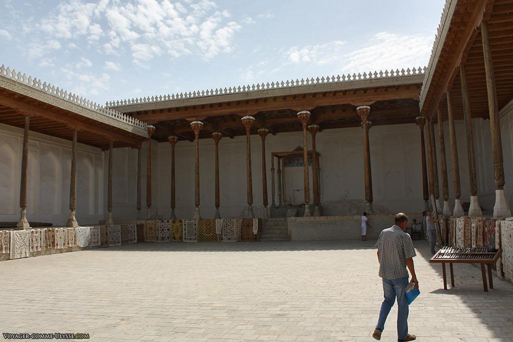 La chambre du couronnement. C'est l'emplacement le mieux conservé au sein de la citadelle. Ici, les émirs recevaient les invités prestigieux.