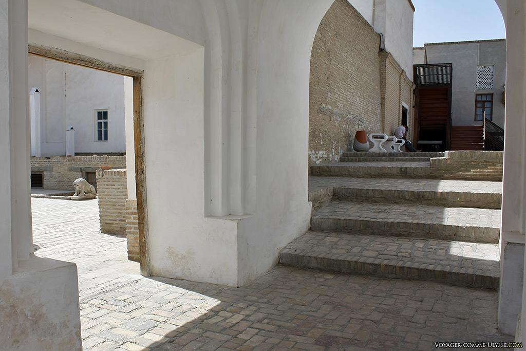 L'intérieur de la citadelle ne nous donne qu'une infime idée de ce qu'elle avait pu être du temps des émirs.