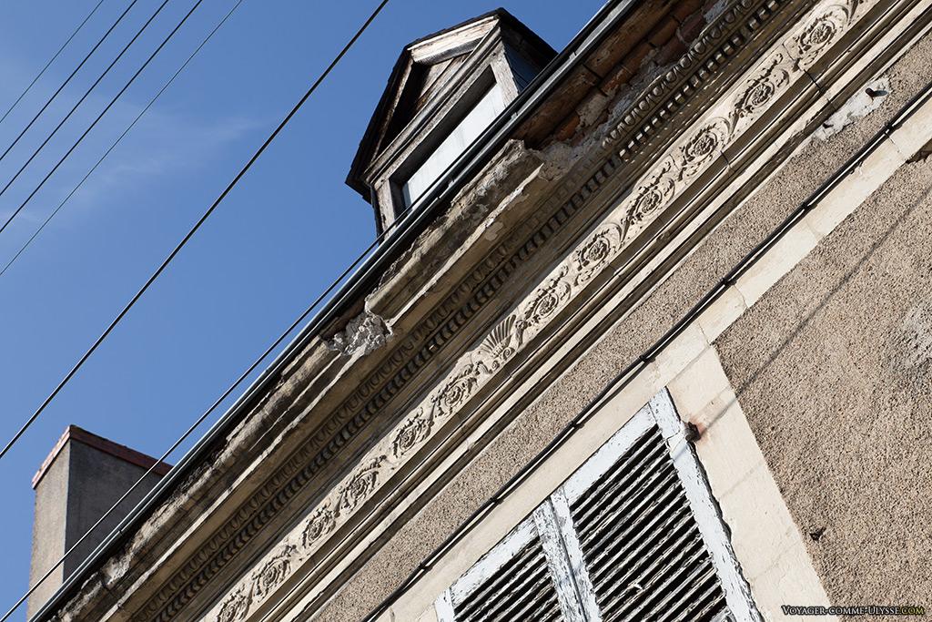 Anciennes décorations des immeubles de Mehun-sur-Yèvre.