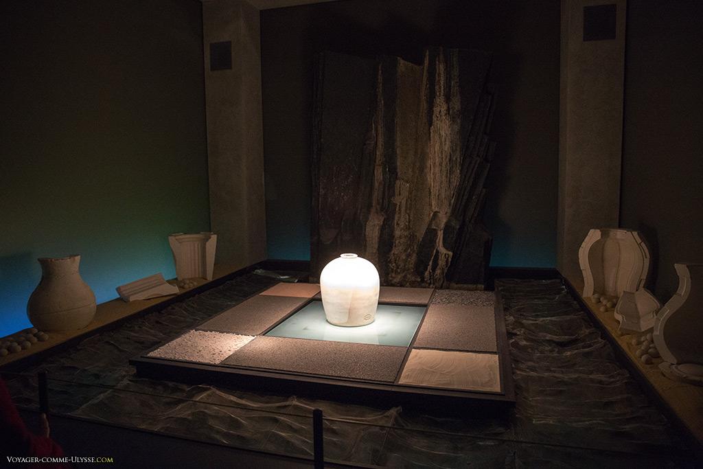 Au début de la visite du Pôle, une scénographie explicative sur la fabrication de la porcelaine.