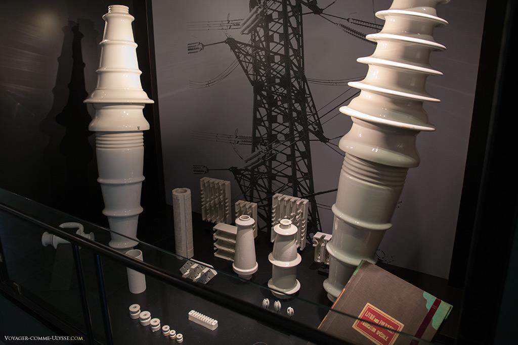 La porcelaine fut longtemps utilisée dans les réseaux électriques. Il s'agissait d'objets très pointus techniquement, ne tolérant pas l'erreur.