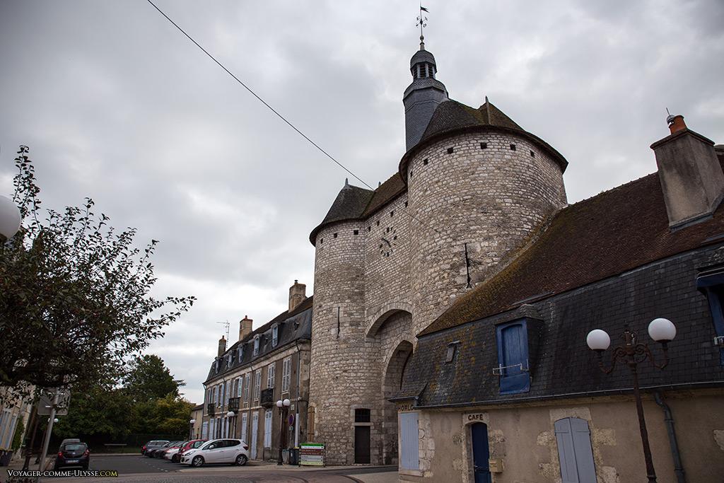 La Porte de l'Horloge nous suggère que les remparts devaient être impressionnants...