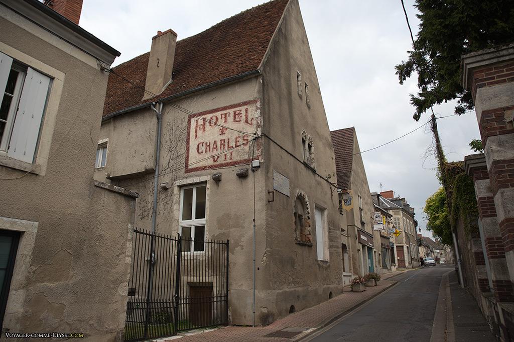 Ancienne résidence du chirurgien, où séjourna Jeanne d'Arc.