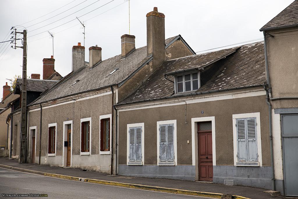 Petites habitations, à proximité de la manufacture Pillivuyt.
