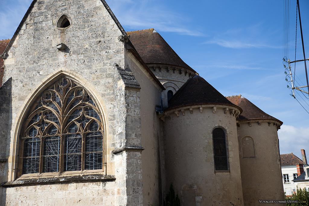 Vitraux gothiques de la Collégiale Notre-Dame.
