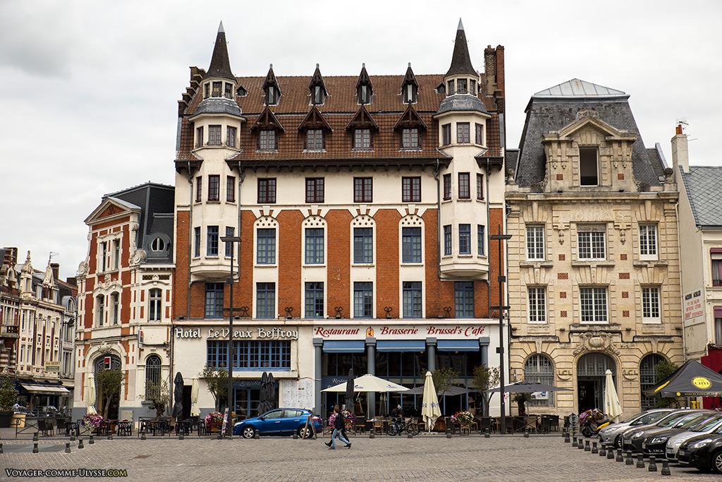 Hôtel Le Vieux Beffroy, oeuvre de l'architecte Léon Guthmann, nous rappelle le style anglo-normand.