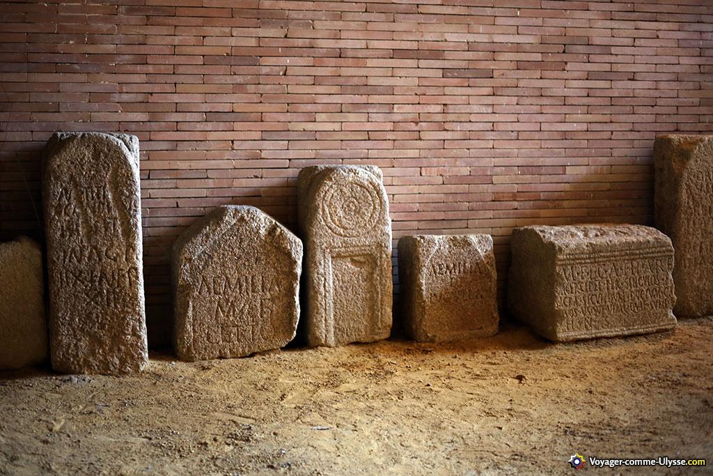 Stèles funéraires du sous-sol