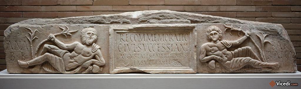 Epitaphe retrouvée dans la maison de l'amphithéâtre. IIIème siècle.