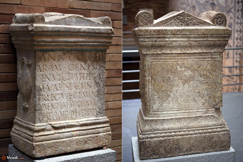 Deux stèles de vétérans de la légion VII Gemina. Celle de gauche est en l'honneur de Mithra.