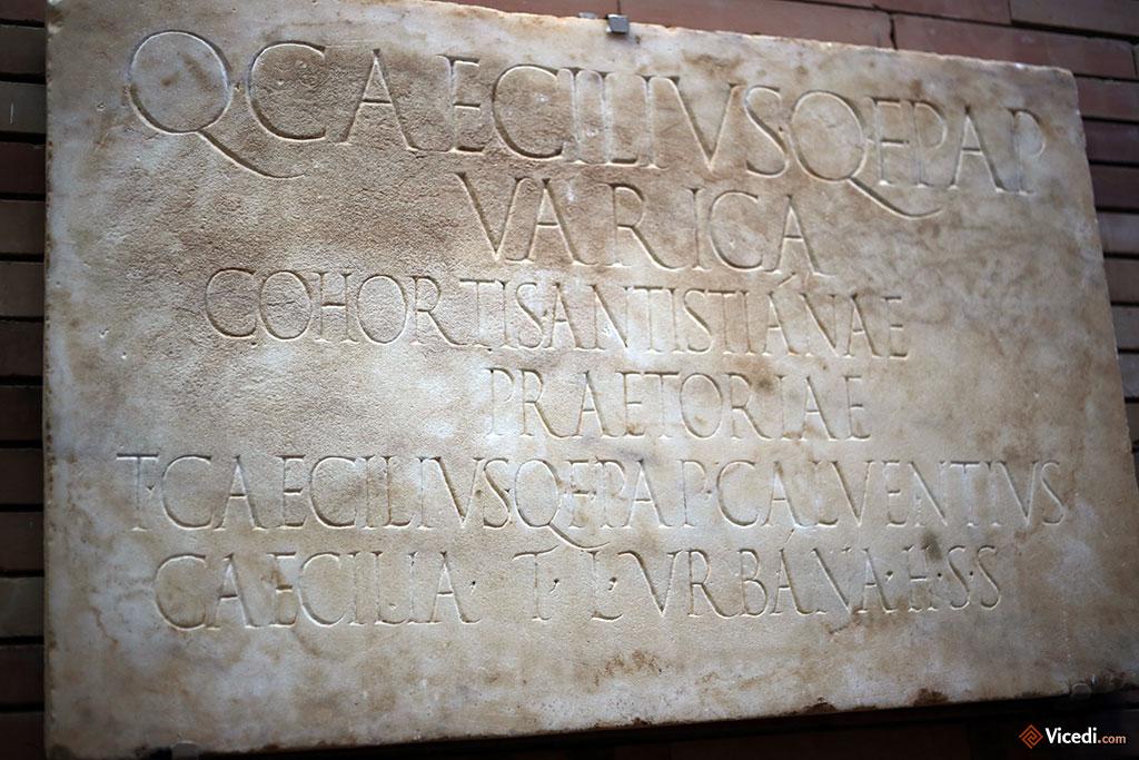 Inscription funéraire de Quintus Caecilius Varica, un garde prétorien de la cohorte Antistianae.
