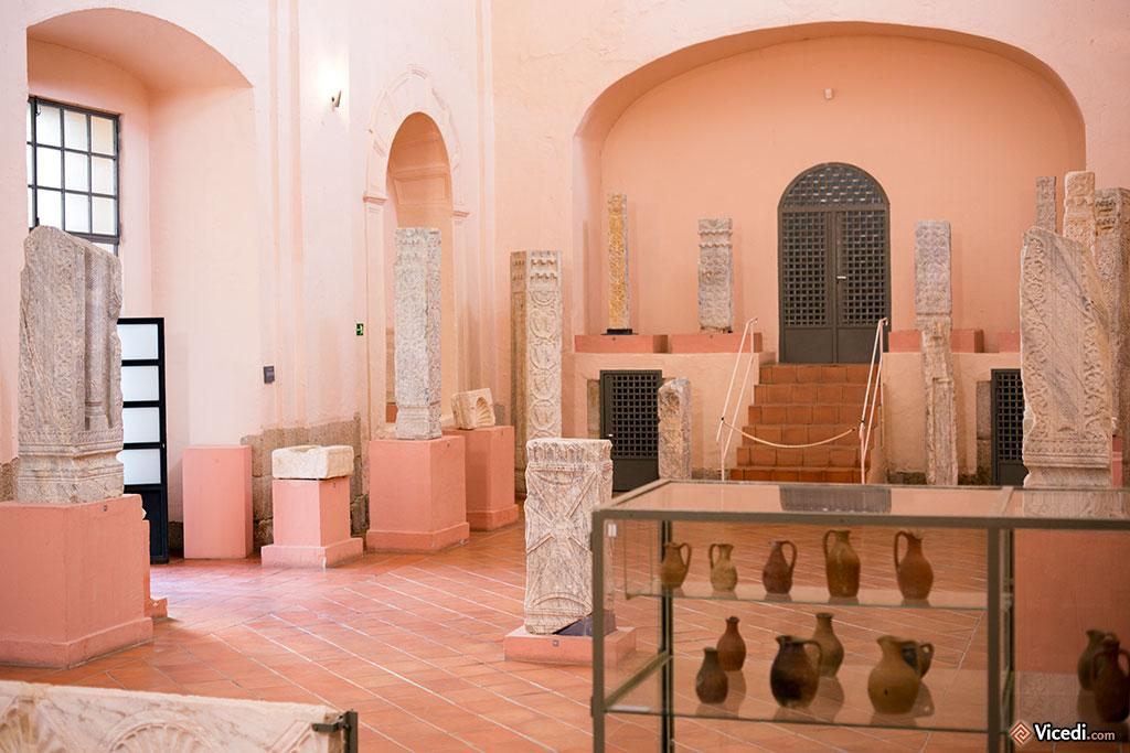 Les collections sont exposées dans l'ancienne église. Elles semblent à l'étroit, surtout quand on repense à tout ce qui n'est pas exposé!