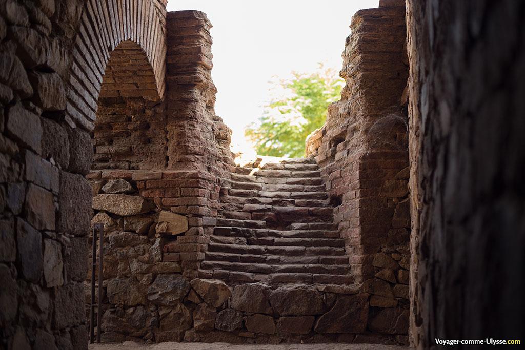 Passages et escalier de l'amphithéâtre.