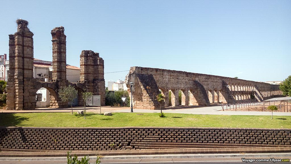 Aqueduc Rabo de Buey - San Lázaro sur la gauche. A droite, l'aqueduc du XVIème siècle.