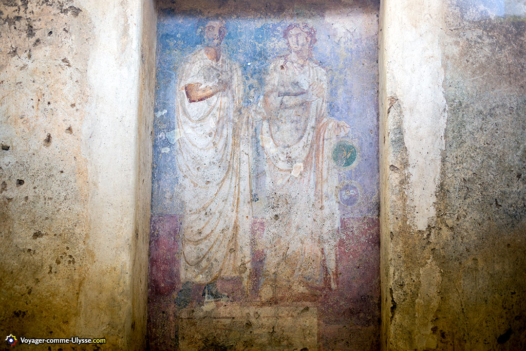 Dans le mausolée se trouve ce portrait du vétéran C. Voconius et de son épouse Caecilia Anus.