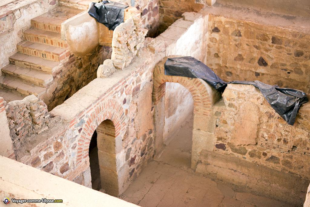 Les pièces souterraines, dont l'usage nous reste mystérieux.