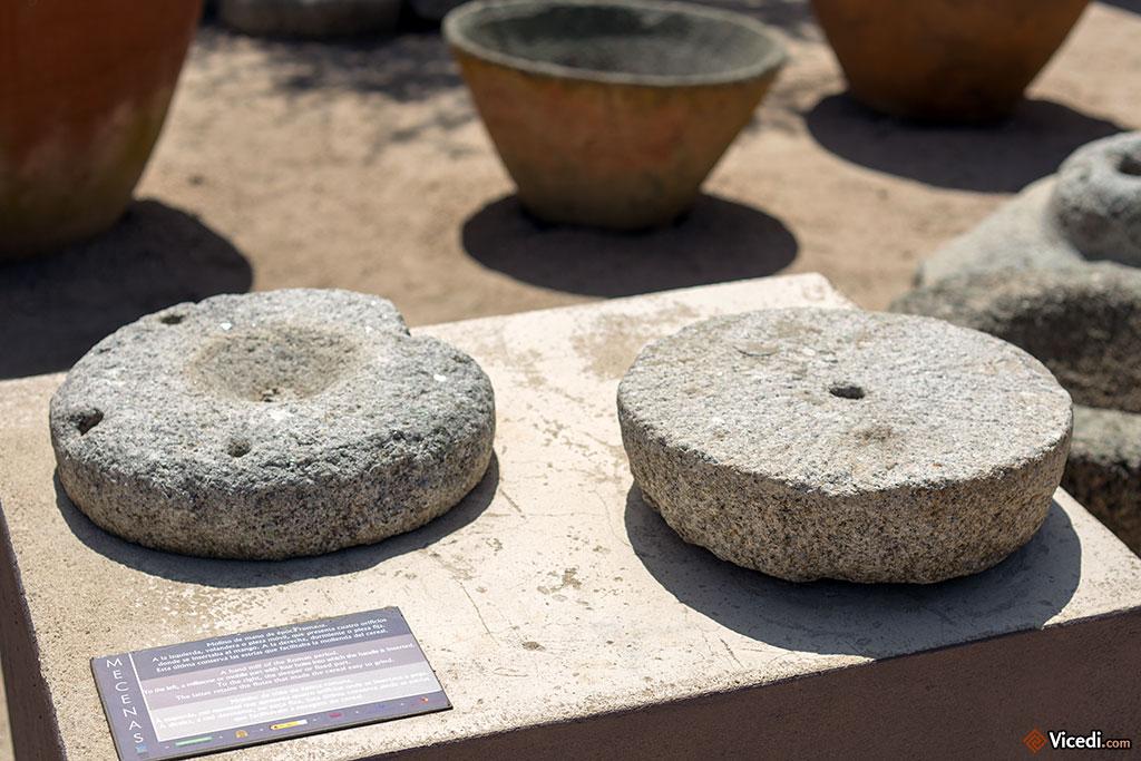 Antiques meules romaines pour moudre le blé.