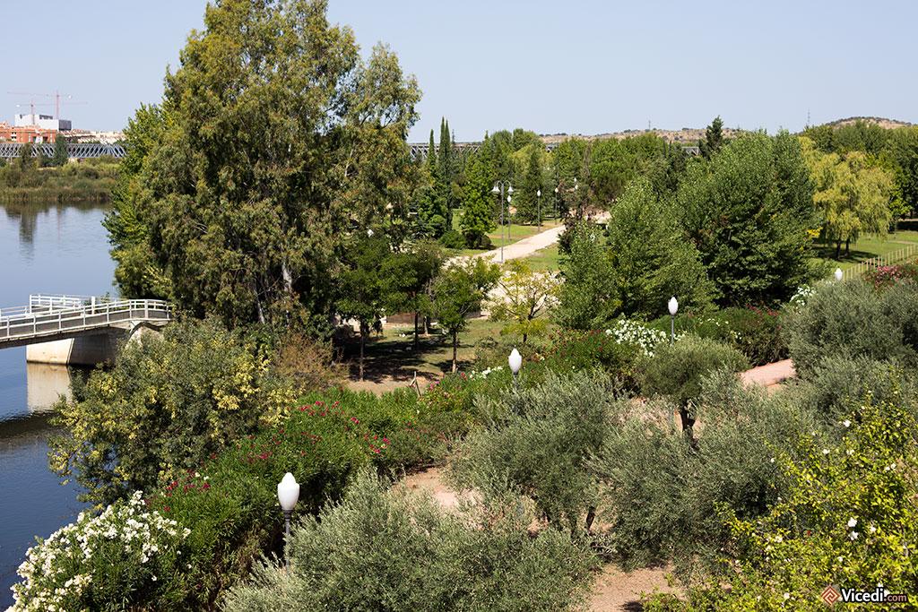 Les jardins aménagés sur les bords du Guadiana.