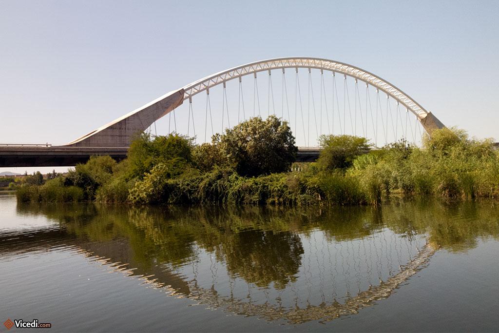 Pont Lusitania, réalisé par l'architecte Santiago Calatrava