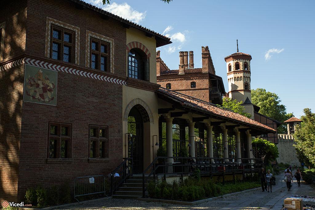 Les bâtiments actuels du Borgo, construits tant que possible à l'identique d'un bâtiment du Moyen Âge