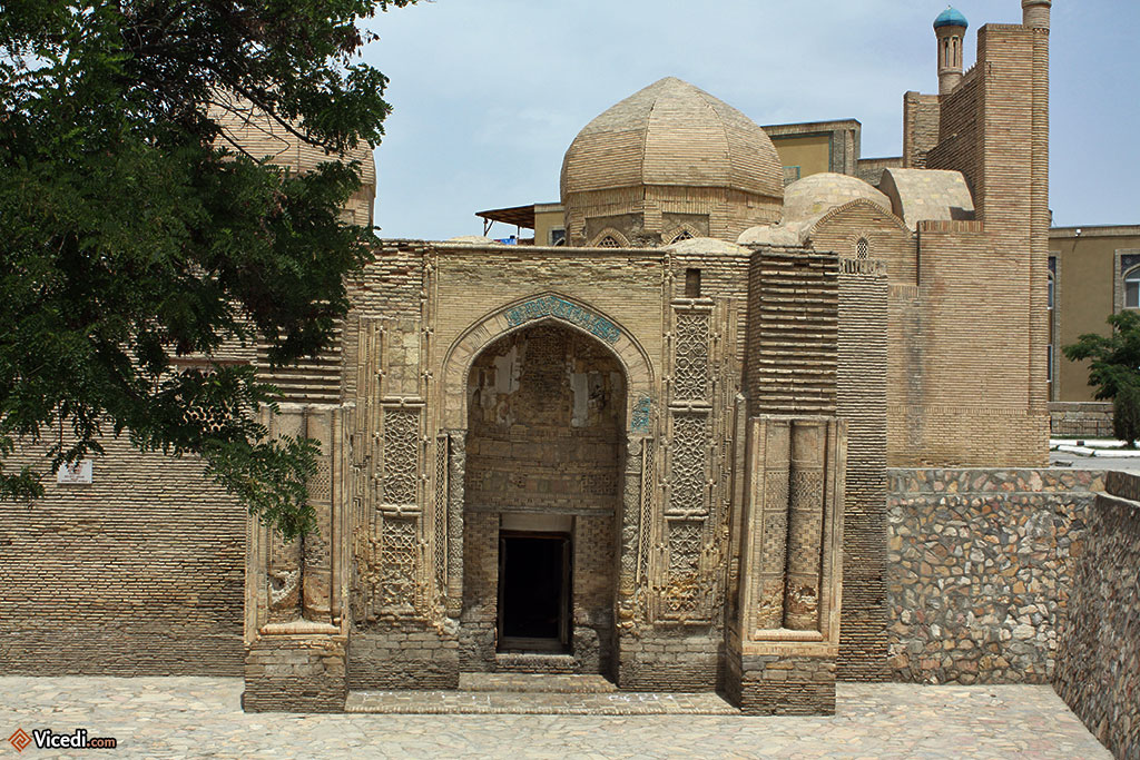 Décorations en façade de la plus ancienne mosquée de Boukhara.