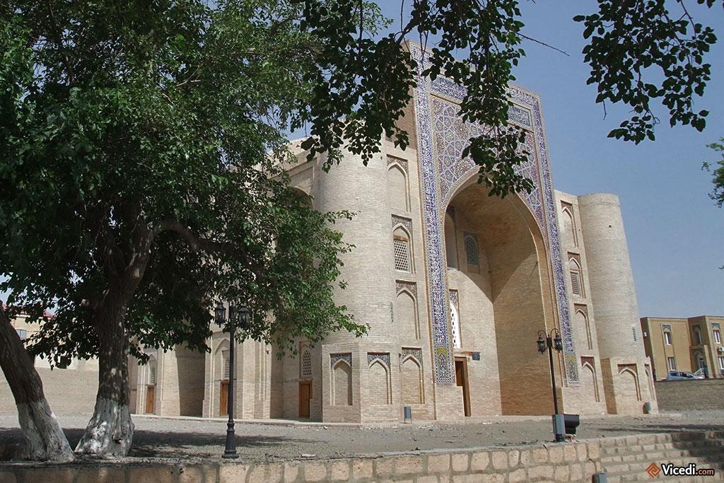 Le khanqah, impeccablement restauré. Peu de monde aux alentours en ce mois de juin.