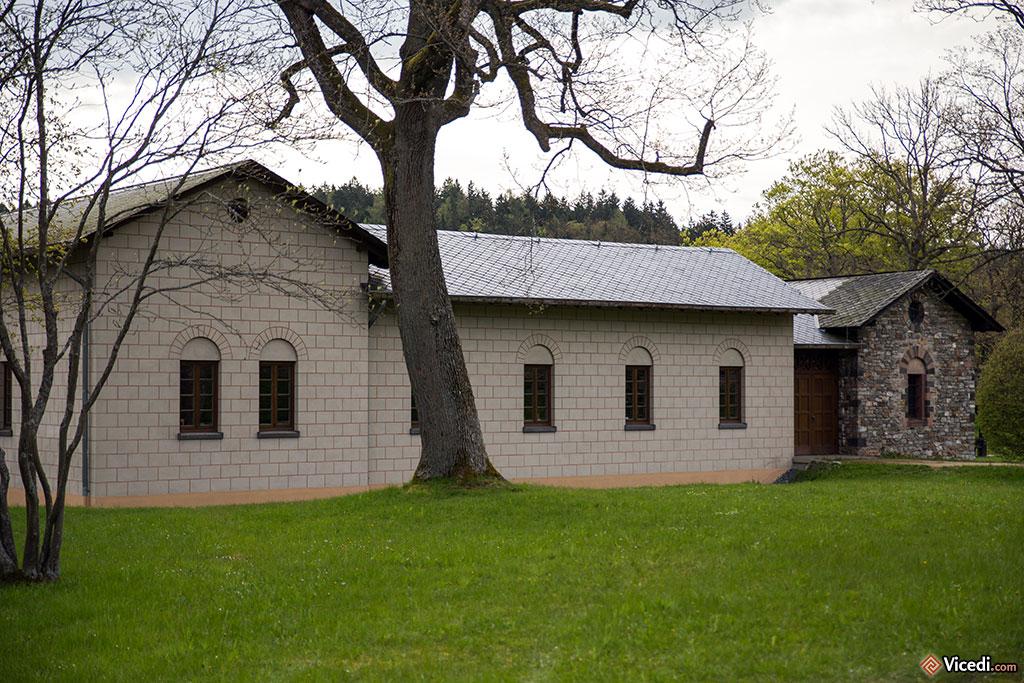 A gauche, les murs sont crépis, comme il y a 2000 ans. A droite, les murs en pierre apparentes. Il s'agit ici de la résidence du commandant, généralement un tribun pour une troupe auxiliaire.