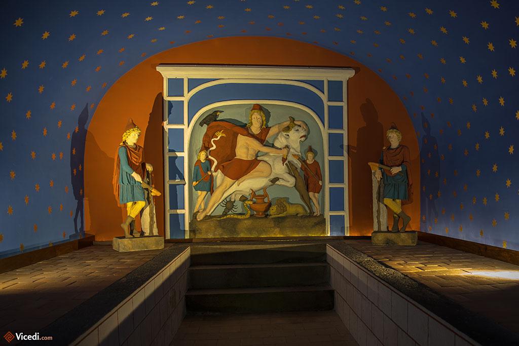A l'intérieur du mithraeum.