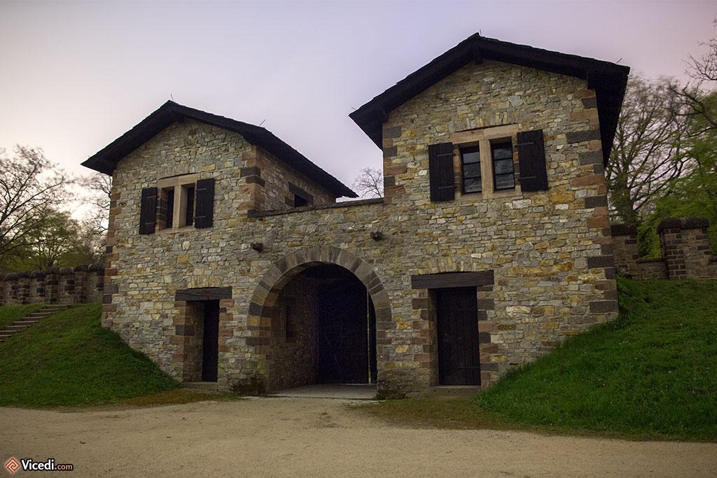 Porta Sinistra, la porte gauche du camp, vue de l'intérieur.