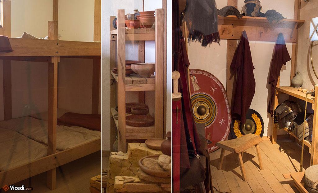 Dans un contubernium, une chambre pour 8 soldats. A gauche, les couchages. Au milieu, les rangements ainsi que le foyer en bas. A droite, le petit vestibule où étaient rangés les armes.