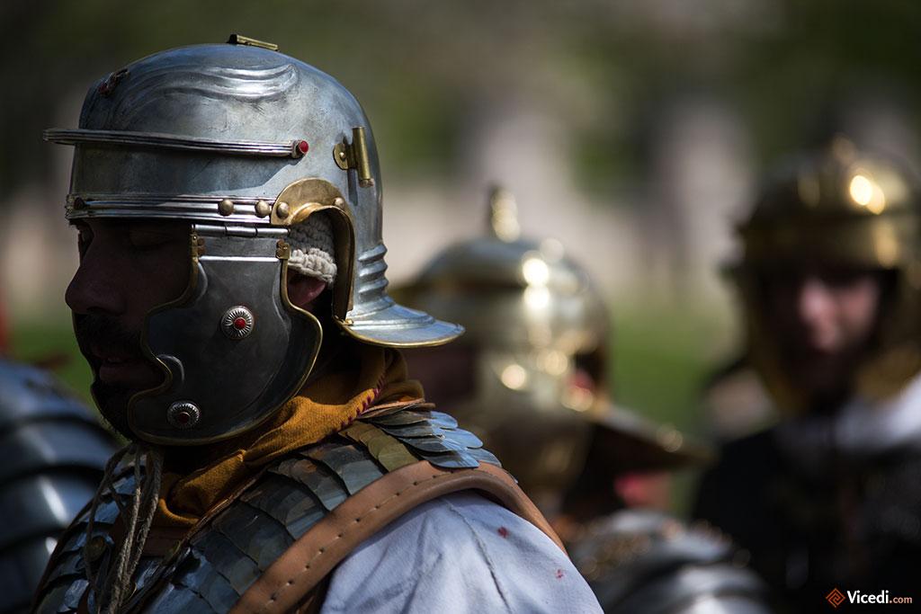Un simple légionnaire, portant un casque de type Gallic F, comme celui retrouvé à Besançon.