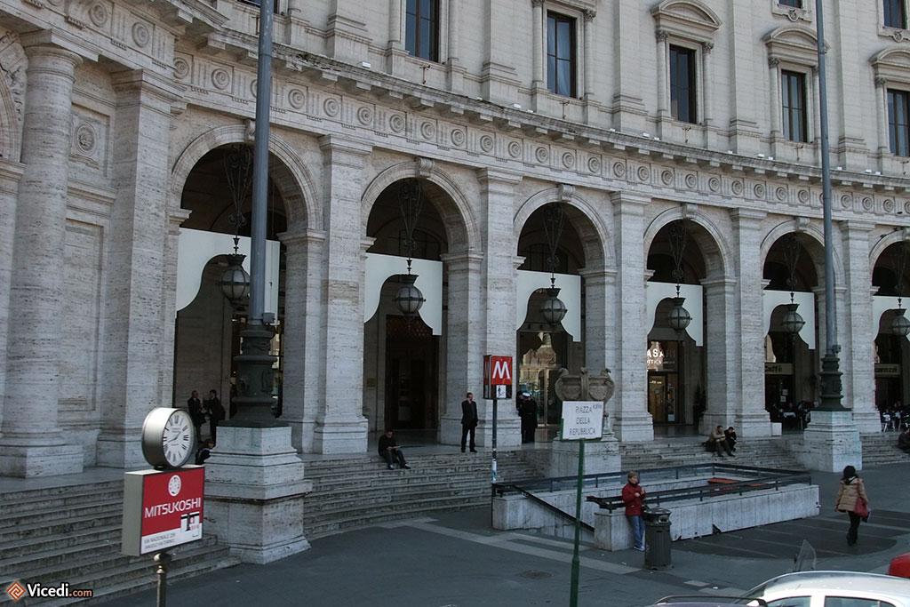 Le métro, place de la République.