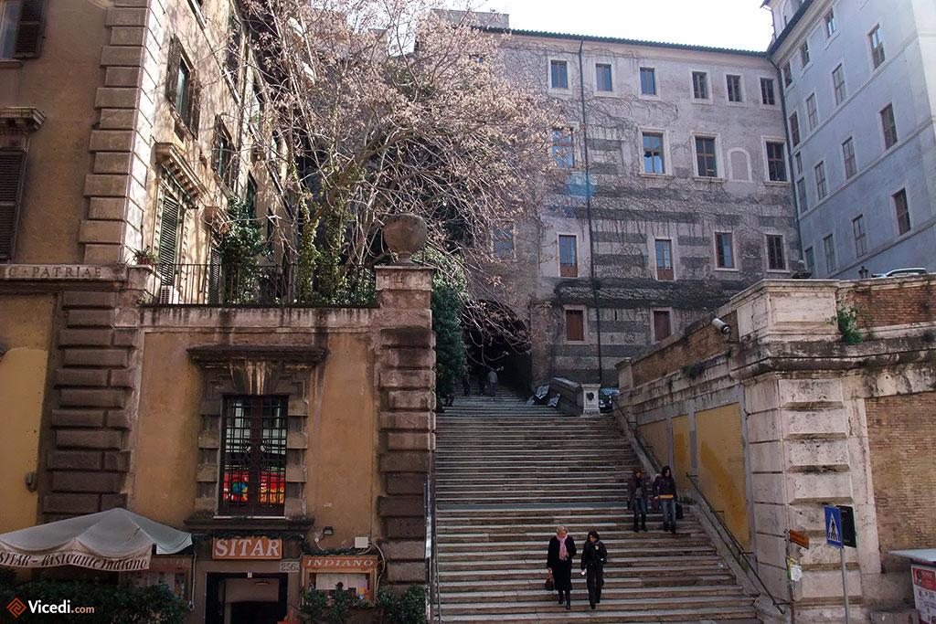 Rome est la ville des sept collines, ne l'oublions pas.