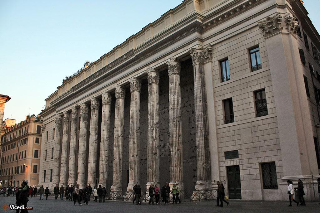 Le temple d'Hadrien, où siège aujourd'hui la Bourse de Rome.