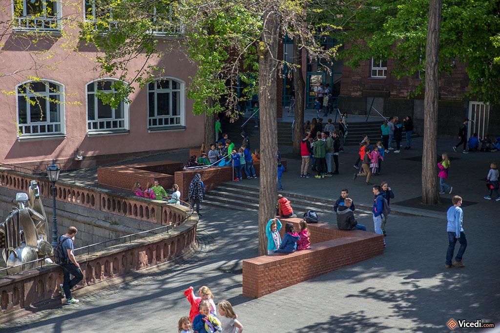 Une cour d'école à Mayence.