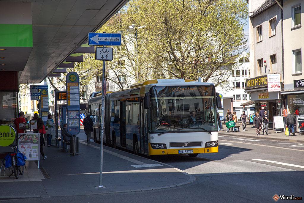 En transports publics, en plus des vélos et des tramways, Mayence a un très bon système de bus.