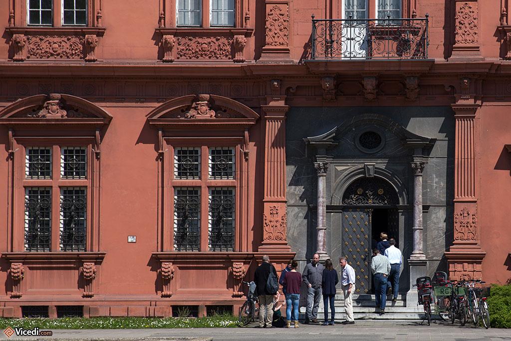 Une des entrées du Château des Princes-Electeurs, de style renaissance.