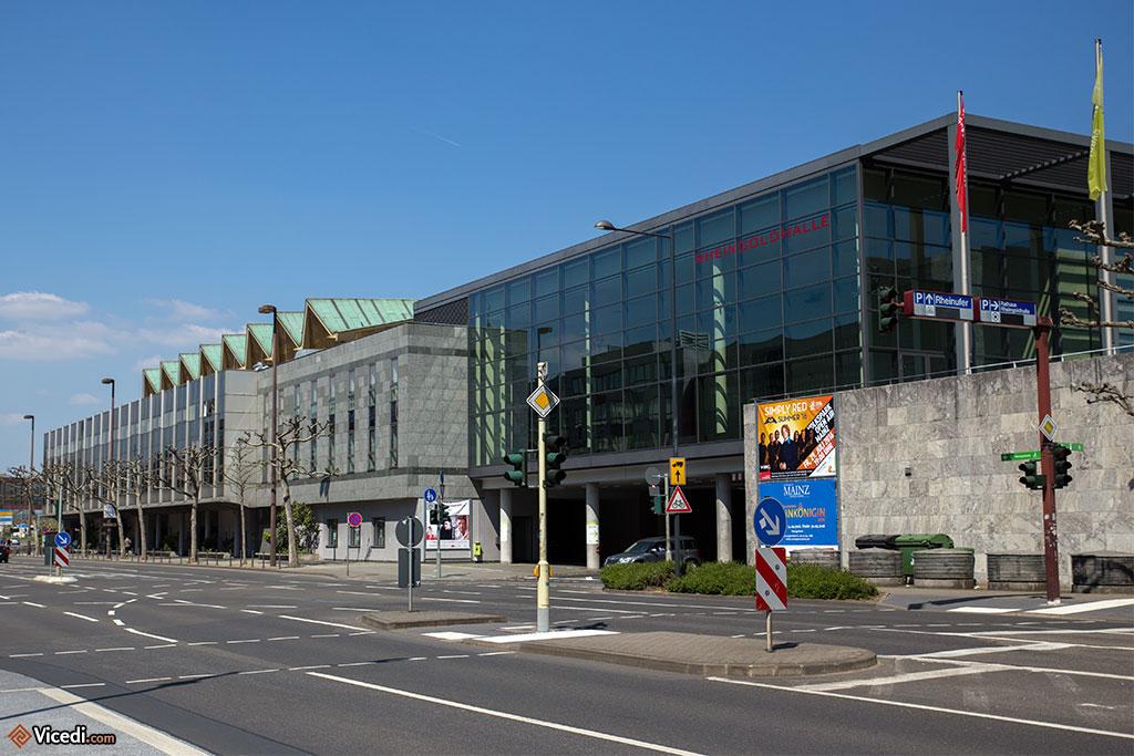 Le Rheingoldhalle, une salle de spectacle au bord du Rhin.
