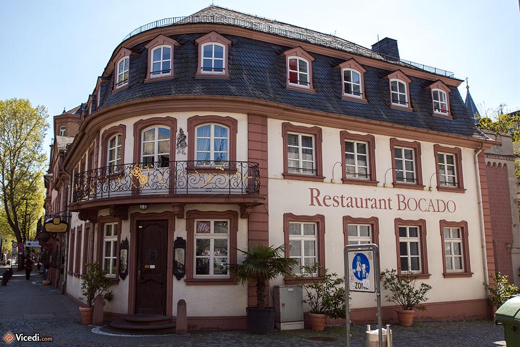 Un très bon restaurant à Mayence, dans un des rares immeubles encore debout de la ville d'autrefois.
