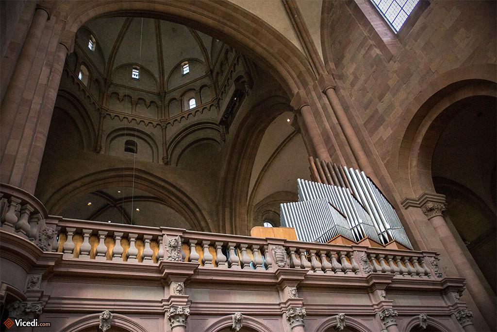 L'un des orgues de la cathédrale.