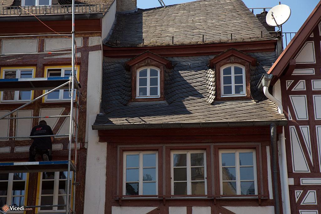 Les maisons du Kirschgarten sont très belles, avec ces toitures travaillées. On peut voir que les mayençais en prennent soin, il y a toujours un échafaudage quelque part à Mayence.