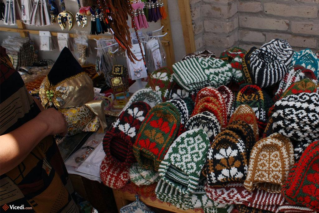 Boutique de chaussons à Khiva.