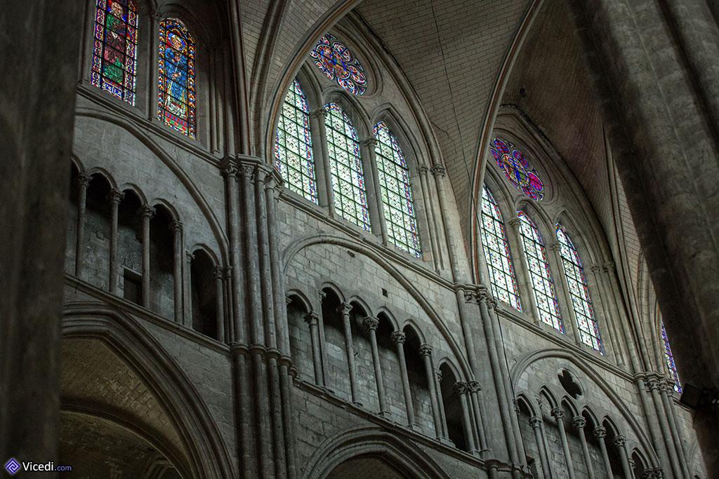 Vitraux de la nef centrale et triforium