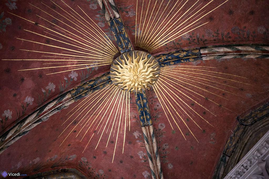 soleil de la voûte devant la sacristie