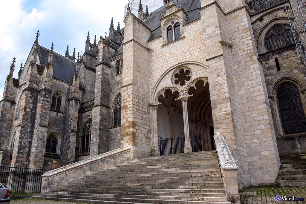 Le porche du portail Nord, ou de Notre-Dame de Grâce.