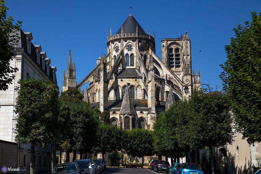 La cathédrale, vue du boulevard de Strasbourg