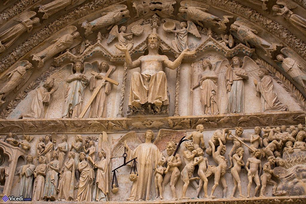 Détail du tympan du portail du Jugement Dernier.