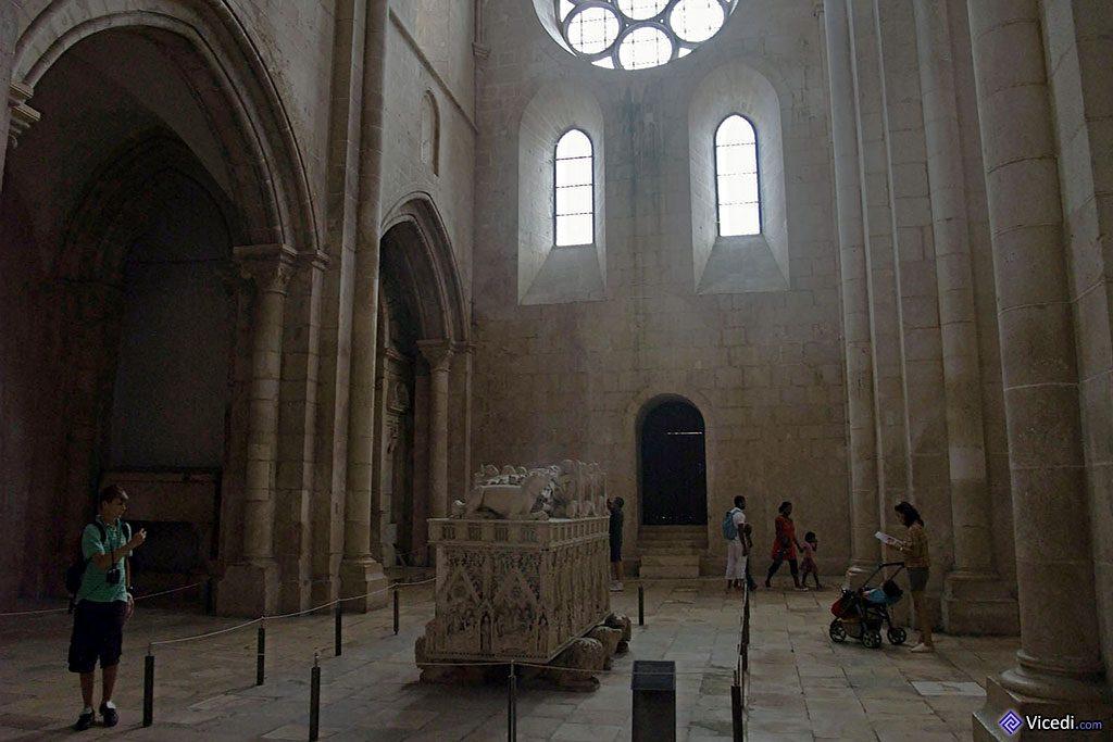 Le monast re d 39 alcoba a tombeau de la reine morte for Interieur d un couvent